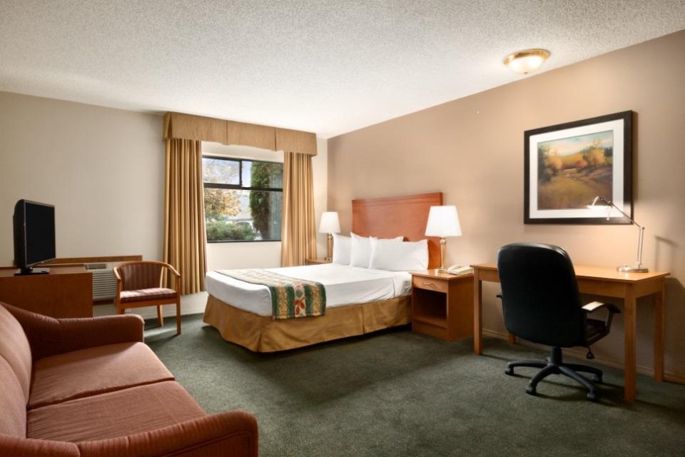 travelodge hotel chilliwack room
