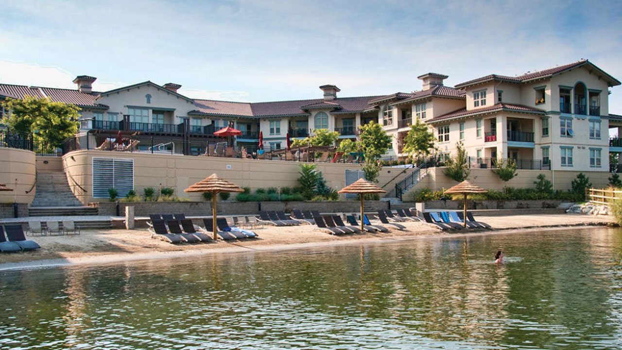 Stay at the Walnut Beach Resort in Osoyoos