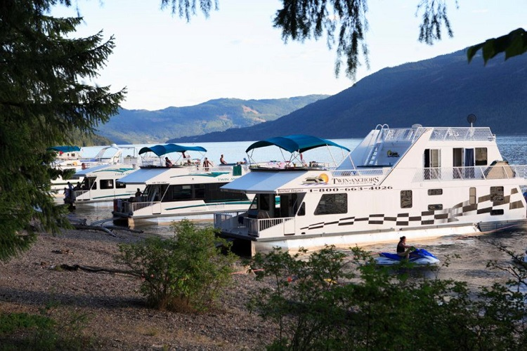 Twin Anchors Houseboats Shuswap Lake